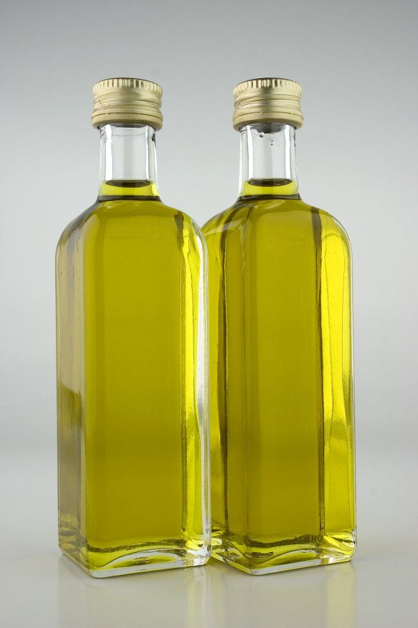 olive-oil-bottles-1324454